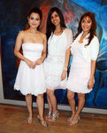 Amisha Patel, Nishka Lulla, Manjari Phadnis at New Collection Preview The Fashion Store, Charni Road, Mumbai, 30th September, 2009