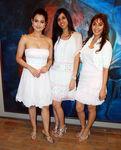 Amisha Patel, Nishka Lulla, Manjari Phadnis at New Collection Preview The Fashion Store, Charni Road, Mumbai, 30th September, 2009