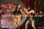 kareena kapoor and saif ali khan performing  at Stardust Awards (1)