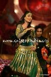 kareena kapoor performing at Stardust Awards (1)