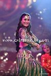 kareena kapoor performing at Stardust Awards (3)
