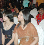 Shruti with sister Akshara Hassan