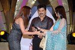 Varalakshmi with father Sarathkumar and Priyamani at Filmfare Awards Function