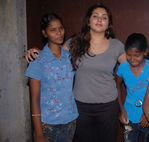 Namitha meets Kids at Children welfare association (3)