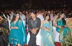 Meena with Sarathkumar and Sarathkumar daughter Varalakshmi at Filmfare Awards 2008 Function