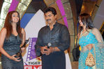 Priyamani with Sarath Kumar and Sarath daughter Varalakshmi at Filmfare Awards 2008 Function