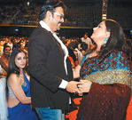 Venkatesh and Kushboo at Filmfare Awards 2008 Function