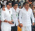 Sarathkumar, Rajini, Vijayakanth at Hogenekkal water issue hunger strike