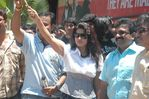 Sneha Flags off Venkat Prabhu's Saroja Movie Bus in Chennai