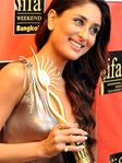 Kareena Kapoor at IIFA -Best Actress Award role in Jab We Met