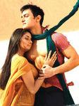Asin and Aamir Khan in Ghajini Hindi Movie