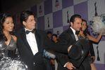 onstage - Shahrukh, Saif filmfare awards 08