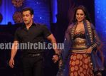 Salman Khan   Sonakshi Sinha Walk the Ramp at IIFA Rocks