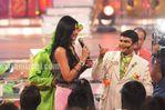 Shilpa Shetty chats with Gattu at Star Parivaar awards 2010