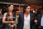 Kareena Kapoort with Saif at IIFA Awards 2010 Green Carpet
