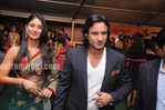 Kareena Kapoort with Saif at IIFA Awards 2010 Green Carpet (1)