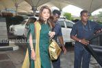 Aishwarya Rai Return to Mumbai After Raavan Promotions in Hyderabad (2)