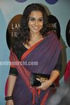Vidyabalan in saree at 2010 LFW (6)