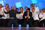 SRK and yousuf s haule haule dance act