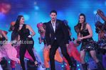 Yuvraj dances with neha and mughda