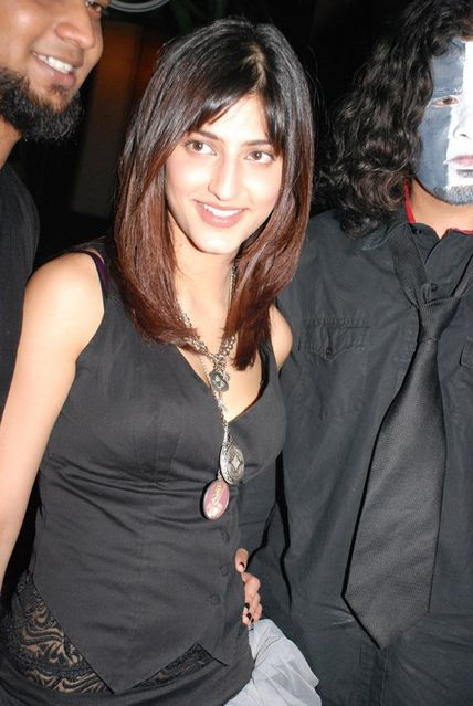 normal_ShrutiHassan_HardRockcafe_(7).jpg