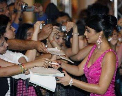 hot-sexy-indian-desi-bollywood-hindi-actress-shriya-shreya