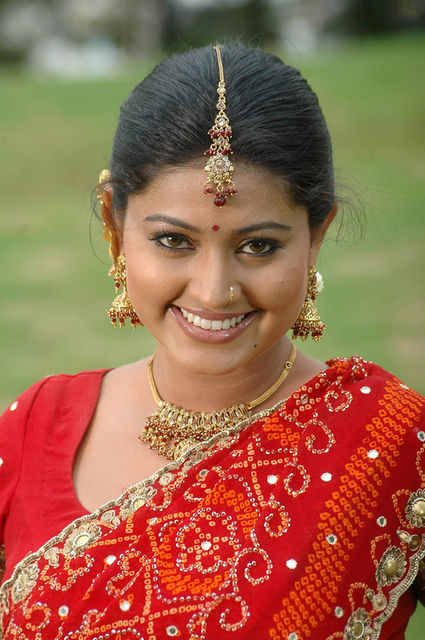 http://www.extramirchi.com/gallery/albums/south/actress/sheha/normal_Sneha-Actress-pics.jpg