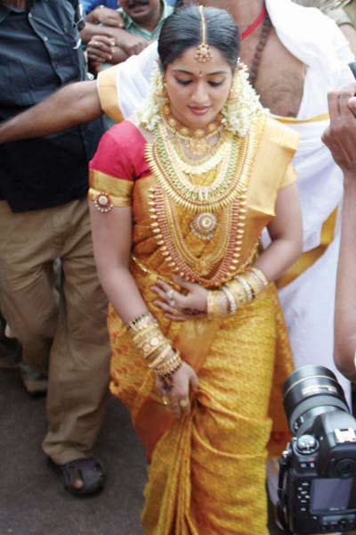 Malayalam actress wedding costume and ornaments that you loved.