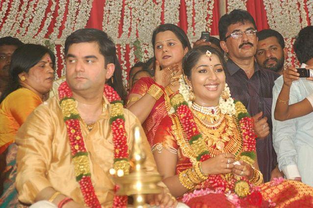 Actress Navya Nair And Santhosh Menon Wedding Reception Photos 5