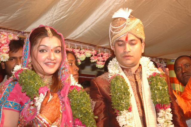 http://www.extramirchi.com/gallery/albums/south/marriage/arti_agarwal/Arti_AgarwalMarriage_03.jpg