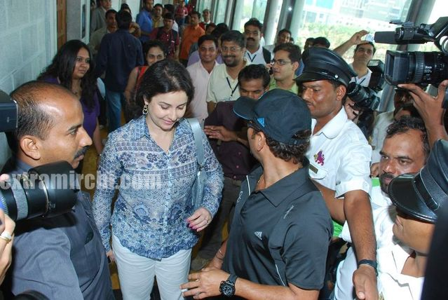 Tendulkar With Anjali 3