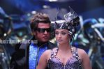 Aishwarya Rai and Rajini in Endhiran the robot movie (1)