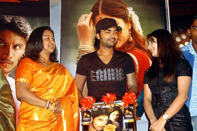 http://www.extramirchi.com/wp-content/uploads/2008/06/simbu-with-radhika.jpg