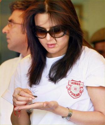 Priety Zinta After IPL, Priety counting coins,Priety