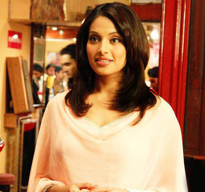 bipasha-on-a-date-promises-for-gold-medal-for-india.jpg