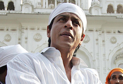 srk-at-the-amritsar-golden-temple.jpg