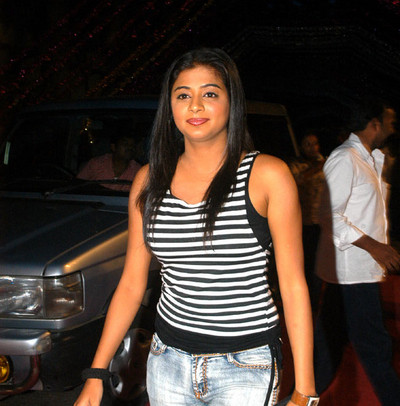 wallpapers of sexy actress priyamani stills