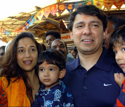 madhuri-dixit-with-sons-arin-and-ryan1.jpg