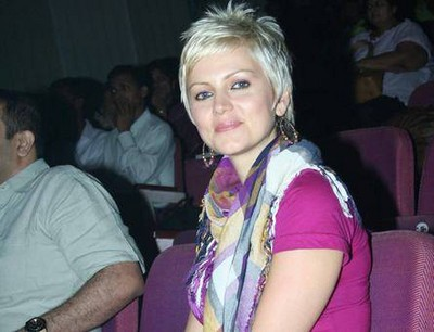 Yana Gupta Has A New Blonde Look. Nowadays, Glamourous model turned item