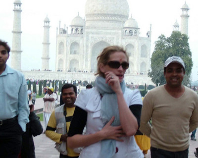 julia-roberts-visits-the-taj-mahal-1.jpg