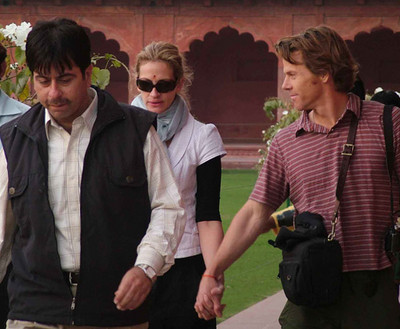 julia-roberts-visits-the-taj-mahal-2.jpg