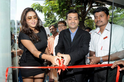 namitha-at-vip-store-launch-event-photos-7.jpg