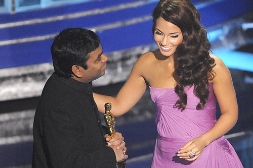 rahman-receives-oscar-award.jpg