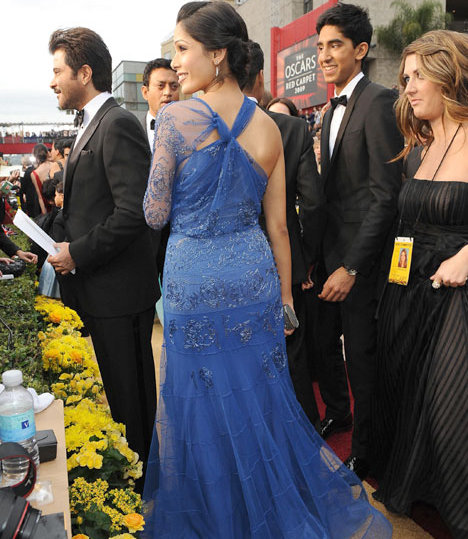 slumdog-cast-rocks-the-academy-awards-red-carpet.jpg