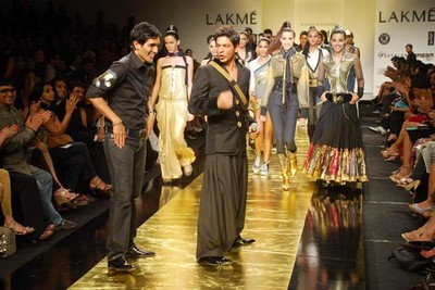 shah-rukh-khan-ramp-walks-at-lakhme-fashion-week.jpg