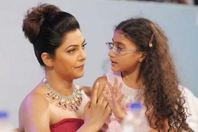sushmita-with-daughter-renee2.jpeg