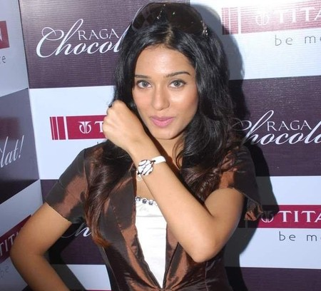bollywood-amrita-launches-chocolat-collection-of-titan.jpg