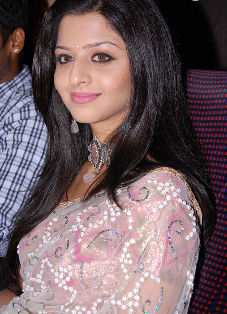 Vedhika-acress-photo.jpg