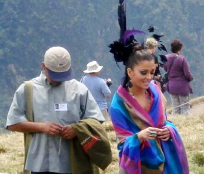 aishwarya-and-rajini-on-the-sets-of-endhiran-4.jpg