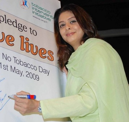 nagma-joins-ida-to-fight-tobacco-addiction-on-world-no-tobacco-day.jpg